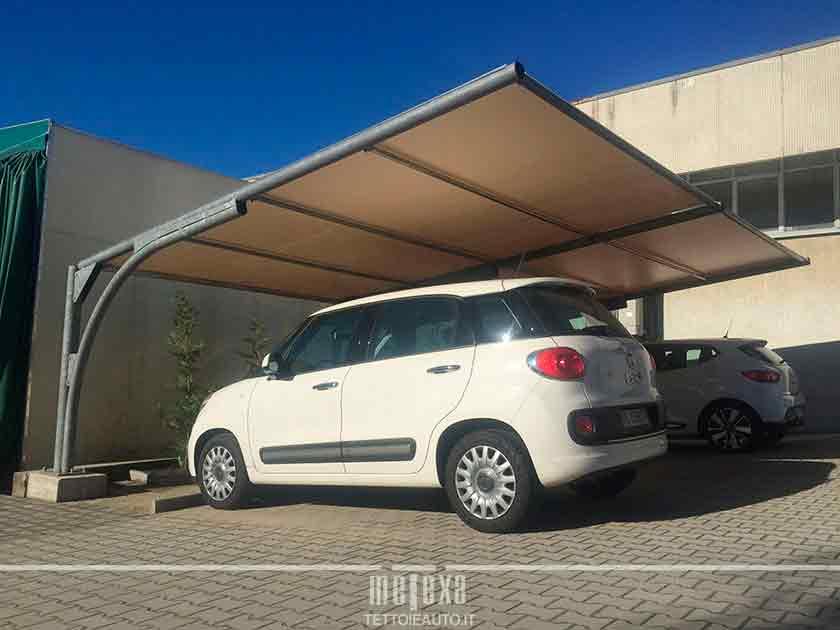 tettoia per auto con copertura in pvc